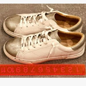 Who What Wear Gold Distressed Low Top Sneakers